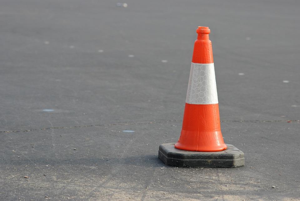 注意 コーン オレンジ トラフィック ホワイト 警告 道路 安全性 オブジェクト 仕事